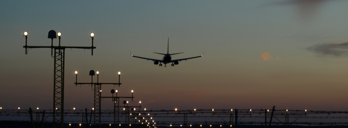 jet_landing_plane_sunset_light_airliner_fly_modern-1334888_1140x420_crop.jpg